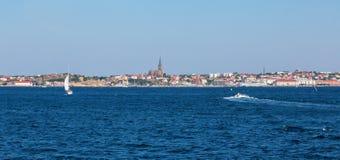 Город Lysekil от моря Стоковые Фотографии RF
