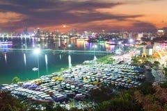 Город Pattaya и море в сумерк, Таиланд Стоковое Фото