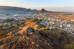 Город Puskhar на восходе солнца Стоковые Фотографии RF