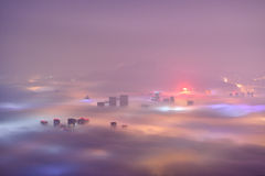 Город Qingdao в тумане адвекции стоковое фото