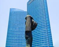 Город Qingdao между раем и скульптурой земли стоковые изображения