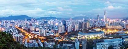 Город ` s Шэньчжэня Китая в ноче стоковая фотография
