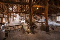 Город Zigong, провинция Сычуань, тысяча метров старого соли - колодцы моря руин сына воспроизводят старую традицию ремесла соли Стоковое Фото