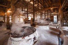 Город Zigong, провинция Сычуань, тысяча метров старого соли - колодцы моря руин сына воспроизводят старую традицию ремесла соли Стоковые Фотографии RF