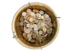 Горшок с золотом: Надземный взгляд монеток Shamrock стоковое фото