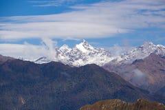 Горы Анд как осмотрено от Machu Picchu стоковое фото rf