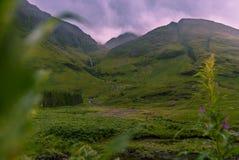 Горы ландшафта и гористые местности водопада в Шотландии Стоковые Фото
