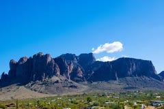 Горы Аризона суеверия стоковое изображение