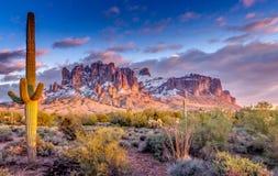Горы Аризона суеверия стоковое фото rf
