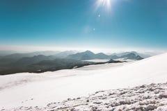 Горы благоустраивают взбираясь вид с воздуха перемещения Стоковые Фотографии RF