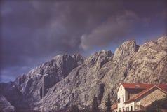 Горы вокруг залива Kotor стоковые фотографии rf