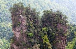 Горы воплощения плавая в Zhangjiajie национальном Forest Park, Китае Стоковое фото RF