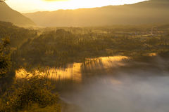 Горы восхода солнца Точка зрения вулкана утра природы Азии Гора Trekking, деревня Бали долины ландшафта взгляда никто Стоковое фото RF