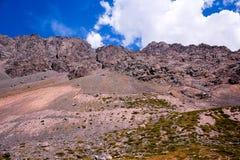 Горы в Андах, Сантьяго, Чили стоковые изображения