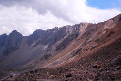Горы в Андах, Сантьяго, Чили стоковое изображение