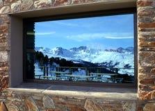 Горы в окне Стоковые Изображения