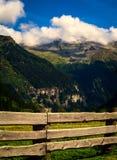 Горы в парке стоковые изображения rf