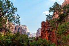 Горы в парке zion Стоковые Изображения