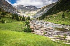 Горы в Пиренеи, национальный парк долины Ordesa, Арагон, Стоковые Изображения RF