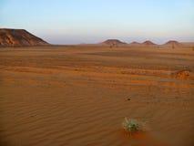 Горы в пустыне Сахары. Стоковое Изображение RF