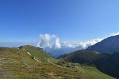 Горы в солнечном дне, Румыния Bucegi Стоковое фото RF