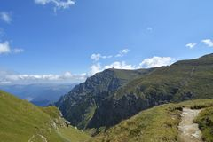 Горы в солнечном дне, Румыния Bucegi Стоковое Изображение RF