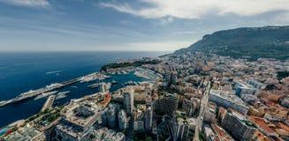 Горы в фото лета трутня riviera города Монако Монте-Карло проветривают панораму трутня виртуальной реальности 360 vr стоковое фото rf