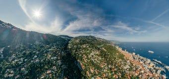 Горы в фото лета трутня riviera города Монако Монте-Карло проветривают панораму трутня виртуальной реальности 360 vr стоковое фото