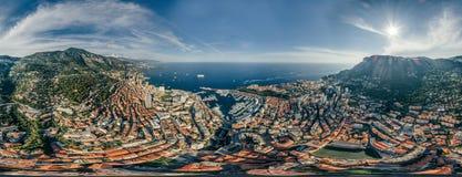 Горы в фото лета трутня riviera города Монако Монте-Карло проветривают панораму трутня виртуальной реальности 360 vr стоковая фотография