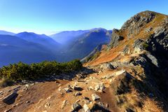 Горы в цветах осени, Zakopane Tatra, Польша стоковая фотография