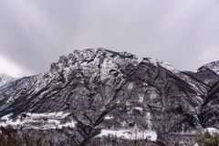 Горы в шторме стоковая фотография rf