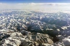 Горы Гималаев под облаками Взгляд от самолета - Тибета Стоковые Изображения