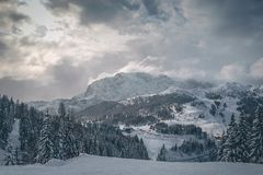 Горы горной вершины Австрии в зиме стоковые изображения