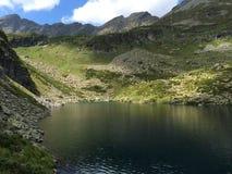 горы горы озера lac de Франции creno Корсики корсиканские большие горы горы ландшафта Стоковые Фотографии RF
