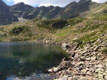 горы горы озера lac de Франции creno Корсики корсиканские большие горы горы ландшафта Стоковая Фотография RF