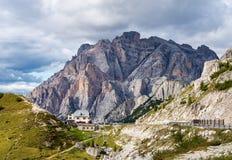 Горы доломитов, Passo Valparola, Cortina d'Ampezzo, Италия стоковые фотографии rf