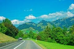Горы дороги и Prealps в грюйере в Fribourg Швейцарии Стоковые Изображения