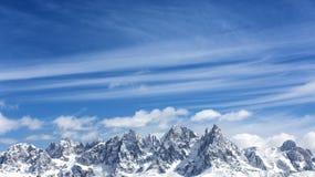 Горы зимы, панорама - снег-покрытые пики итальянских Альпов Доломиты, Альп, Италия, альт Адидже Trentino Снег-покрытый держатель стоковые фото