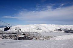 Горы зимы с замороженным озером в России, Khibiny (Hibiny), полуострове Kola Стоковое Изображение