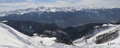 горы идут снег покрыно стоковые изображения rf