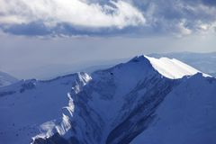 Горы и вертолет зимы в вечере Стоковая Фотография