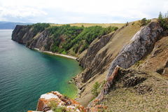 Горы и вода ясности зеленая Lake Baikal, Сибиря, России стоковое фото rf