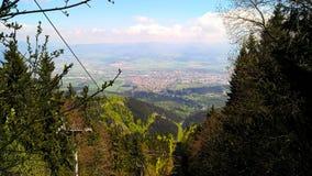 Горы и городок Стоковые Фото