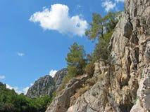 Горы и голубое небо в Olympos, Турции стоковые изображения rf