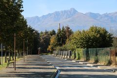 Горы и живописная дорога стоковая фотография rf