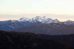 Горы и заход солнца Стоковое Фото