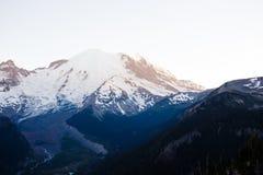 Горы и заход солнца Стоковое Изображение