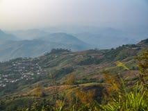 Горы и здания на холмах, ушате Berk Pu, Phetchabun, Таиланде стоковая фотография rf