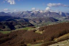 Горы и зеленые холмы Стоковое Фото