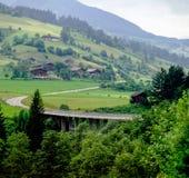 Горы и лес с австрийским villlage Стоковые Изображения RF